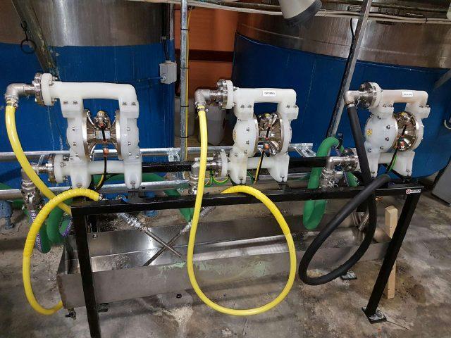 Pumpmontage för kemikalietillverkning.