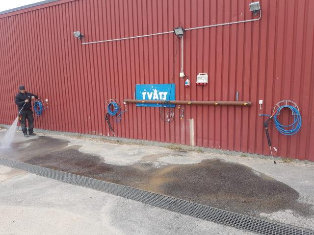 Monterar tvättlösning åt Piteå Motorstadio